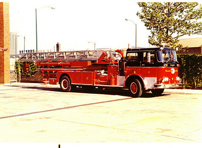 TRUCK 46 1967 SEAGRAVE 100' E-166 JOHN DOYLE PHOTO