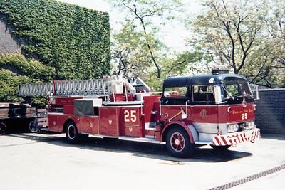 CHICAGO FD  TRUCK 25  1966  MACK C95 - PIRSCH