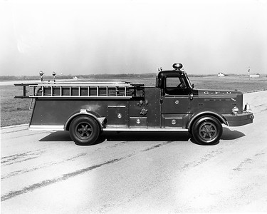 CHICAGO FD  ENGINE  1953  FWD   1000-0   DELIVERY PHOTO