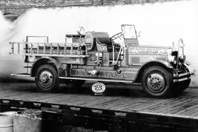 CHICAGO FD  ENGINE  SEAGRAVE  DELIVERY PHOTO