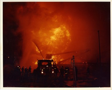 CHICAGO FD  4-11  1441 S WABASH  8-11-1983   PHOTO 2   DAVE BERGER PHOTO