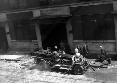 CHICAGO FD  ENGINE  AHRENS FOX  UNKNOWN COMPANY PUMPING   PHOTO 1