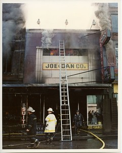 CHICAGO FD  2-11  1300 S HALTED  9-4-1982   DAVE BERGER PHOTO