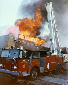 CHICAGO FD  2-11  3417 S ASHLAND   4-4-1982   SNORKEL 4 SETTING UP      DAVE BERGER PHOTO