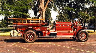 CHICAGO FD  ENGINE 10  AHRENS FOX   1000-   OFFICERS SIDE