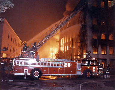 CHICAGO FD  5-11 & 3 SPECIALS  100-350 WAREHOUSE    9-29-1982   DAVE BERGER PHOTO