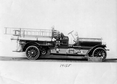 CHICAGO FD  ENGINE  SEAGRAVE   DELIVERY PHOTO   #14125