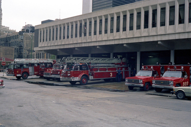 CHICAGO  ENGINE 42   SS-1 - AMBULANCE 42 - LIGHT WAGON 9-1-1 - TRUCK 3  ALFCO 100' - SMOKE EJECTOR 9-2-1 AND 9-2-2