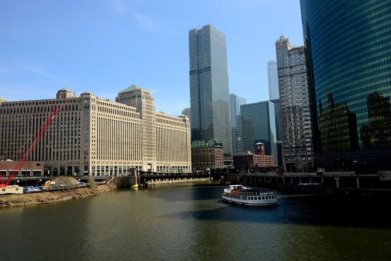 CHICAGO RIVER AT MERCHANDISE MART