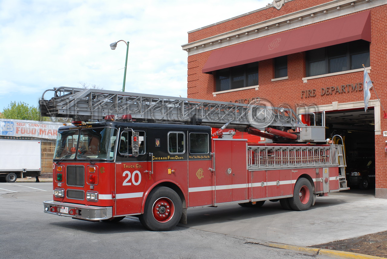 CHICAGO LADDER 20- 1993 SEAGRAVE 100' RM  #FDE269
