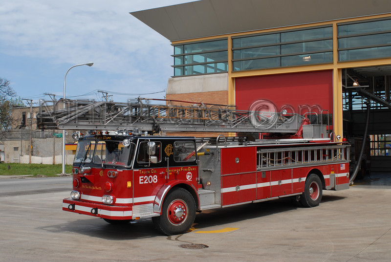 CHICAGO RESERVE LADDER E208 - 1976 SEAGRAVE 100' RM