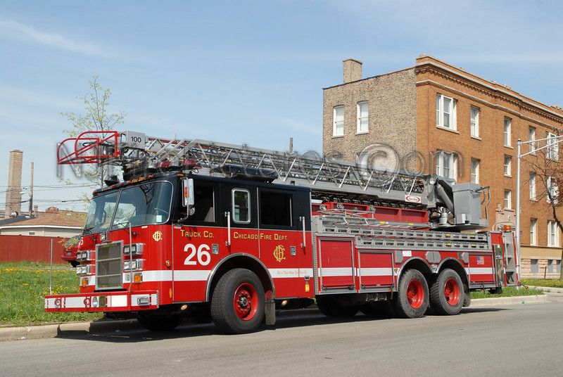 CHICAGO LADDER 26 - 2002 PIERCE DASH 100' #FDE307