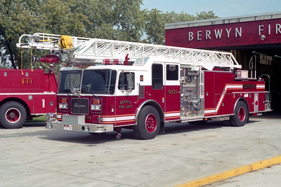 BERWYN  QUINT 901  1997 SEAGRAVE  1750-300-100'   #85023   ON THE RAMP