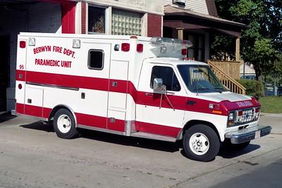 BERWYN  MEDIC 95  1991 FORD E-350 - WHEELED COACH     WHITE RED STRIPES