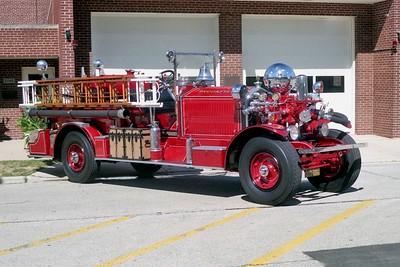 BROOKFIELD FD  ENGINE 1  1924  AHRENS FOX   800-60   RIGHT SIDE