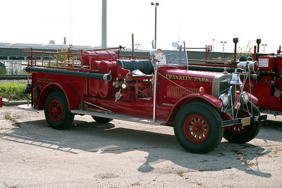 FRANKLIN PARK  ENGINE 1   1927 PIRSCH  750-300   PASSENGER SIDE