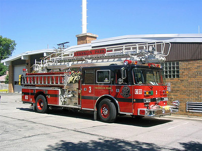 FRANKLIN PARK  ENGINE 3   1994 PIERCE ARROW  OFFICERS SIDE