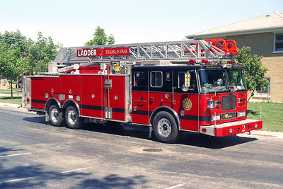 FRANKLIN PARK FD  LADDER 2   2005 SEAGRAVE   500-300-100'    OFFICERS SIDE