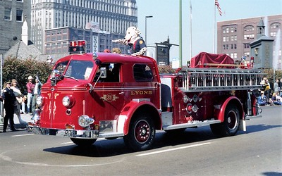 LYONS ENGINE 311  ALFCO 700   CHICAGO PARADE