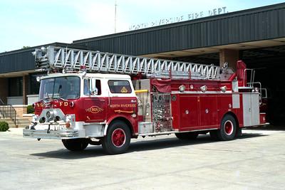 NORTH RIVERSIDE TRUCK 806  MACK CF - PIRSCH  100'