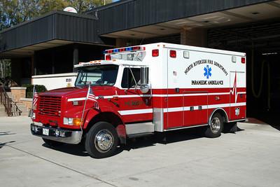 NORTH RIVERSIDE  AMBULANCE 805   IHC 4300 -