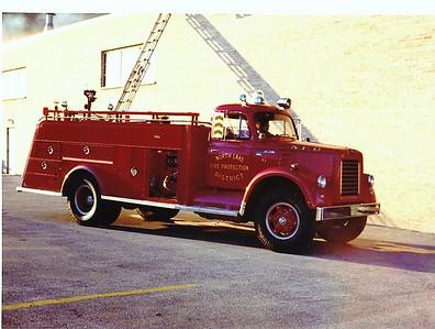 NORTHLAKE  ENGINE 806   1958 IHC V200 - DARLEY  1000-500   #452  PAINTED RED