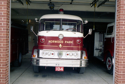 NORWOOD PARK FD  TRUCK 104  1961 MACK C95 - MAXIM  LOOKING OUT