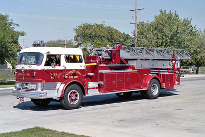 NORWOOD PARK FD  TRUCK 104  1961  MACK C95 - MAXIM   85'  SOLD TO EAST TROY FD WI