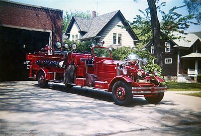 RIVER FOREST FD  LADDER   1931  AHRENS FOX   1000-0- QUAD   JDS PHOTO