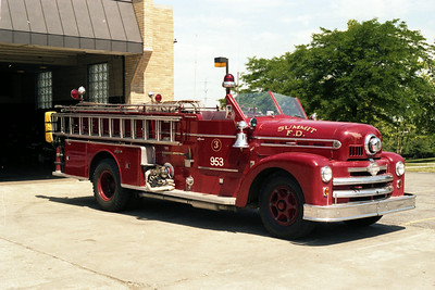 SUMMIT ENGINE 953  SEAGRAVE 70TH ANNIVERSATYOFFICERS SIDE