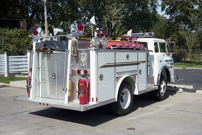 WESTERN SPRINGS FD SQUAD  1977 FORD C-800 - E-ONE  250-500 REAR VIEW