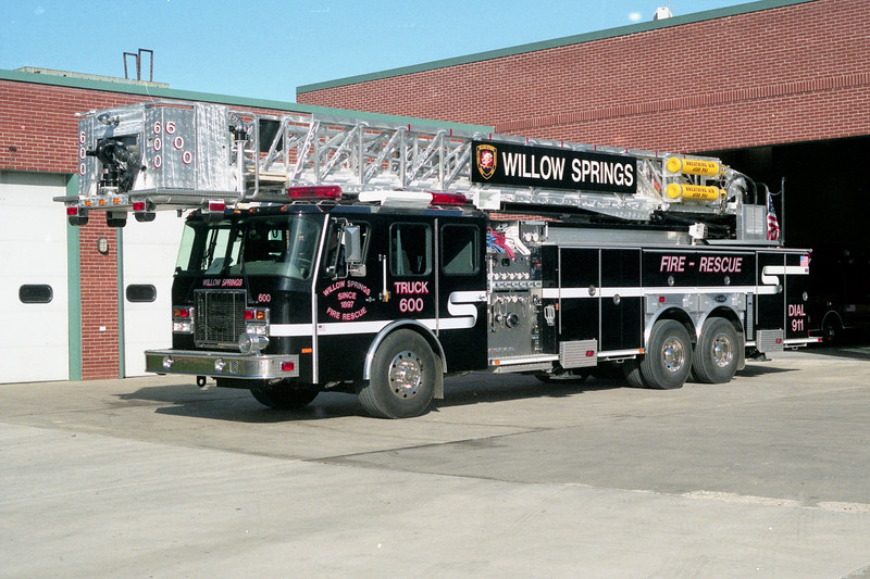 WILLOW SPRINGS  TRUCK 600   2001 E-ONE CYCLONE II  1500-300-95'  #22412