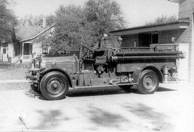 ARLINGTON HEIGHTS FD  ENGINE 1  ANTIQUE SEAGRAVE    BLACK-WHITE
