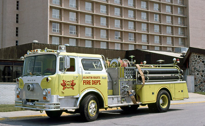 ARLINGTON HEIGHTS FD  ENGINE 411  1975 MACK CF   1000-500    CF686F15-1090    AT FIRE CHIEFS SHOW