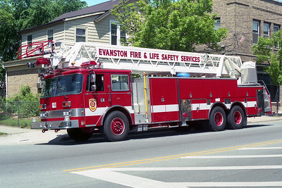 EVANSTON FD TRUCK 21  1990 - 1998 PIERCE ARROW  105'  X- SAN ANTONIO FD,TX