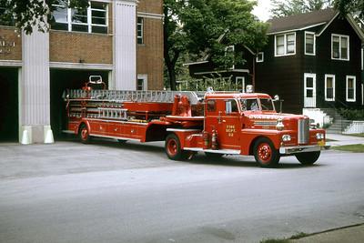EVANSTON FD TRUCK 22  1951 PIRSCH  85' TDA
