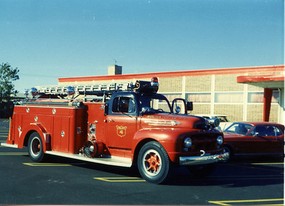 MORTON GROVE ENG 4  1952 FORD FIREFIGHTER 750-500  BF