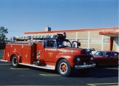 MORTON GROVE ENGINE 4 1952 FORD FIREFIGHTER 750-500  BF