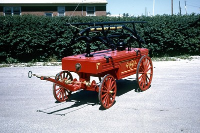 1890 HAND TUB  FRONT VIEW