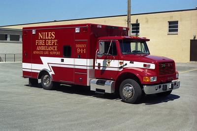 NILES FD  AMB 3  1996 IHC-ROAD RESCUE  BF