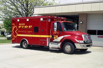 NILES FD AMB 2   2002 IHC 4300-ROAD RESCUE   BF