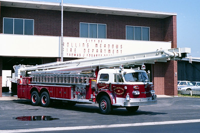 ROLLING MEADOWS FD  TRUCK 630  1970  ALFCO 1000   1500-200-90' AERO CHIEF   OFFICERS SIDE      14-1-2131