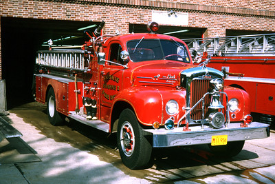 SKOKIE  ENGINE 2  1958 MACK B  1000-300   RON HEAL PHOTO