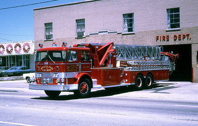 WHEELING FD  AERIAL TOWER 1  1969  DUPLEX R-300 - SUTPHEN   1000-300-85'' APL   HS-589     RON HEAL PHOTO