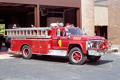 ALSIP FD  ENGINE 2003  1974  FORD F - DARLEY   750-900   OFFICERS SIDE