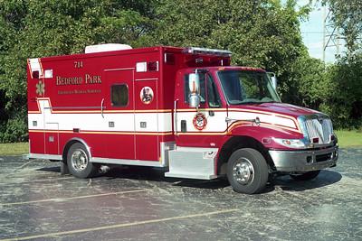 BEDFORD PARK FD  AMBULANCE 714  2003  IHC 4300 - MEDTEC   PASSENGER SIDE