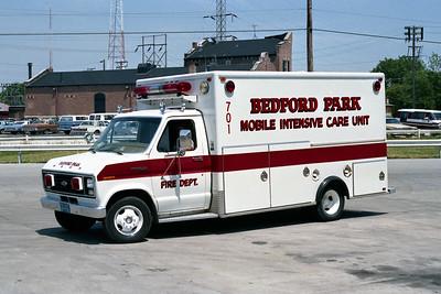 BEDFORD PARK FD  AMBULANCE 701  1982  FORD E-350 - EVF WHITE RED STRIPE