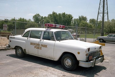 BEDFORD PARK POLICE  CLASSIC CAR