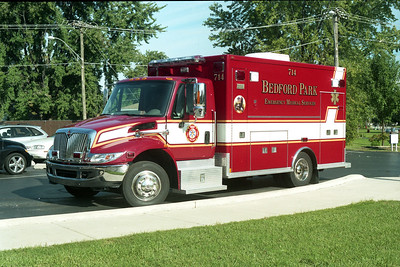 BEDFORD PARK FD  AMBULANCE 714  2003  IHC 4300 - MEDTEC