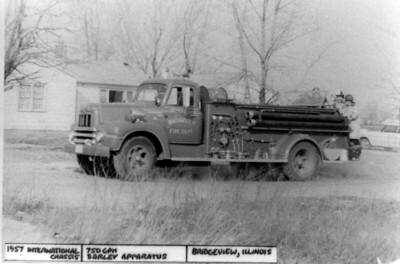 BRIDGEVIEW FD  ENGINE 4  1957 IHC-DARLEY 750-200  JDS COLLECTION